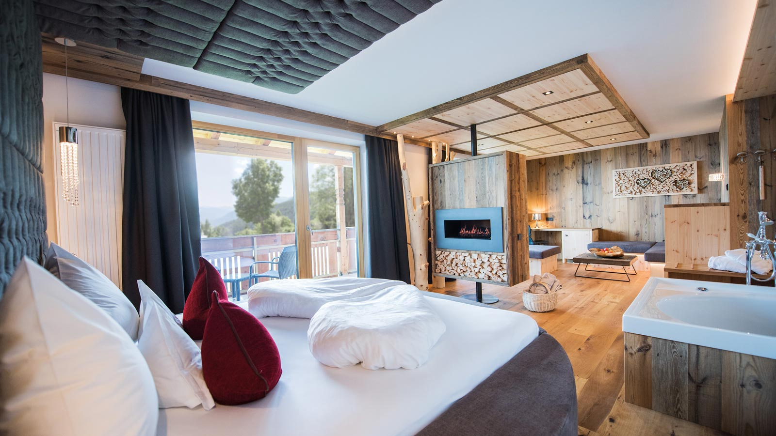 Romantic Suite of Parkhotel Holzerhof in Holz, furnished natural materials with Queensize Bett